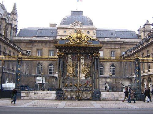 You are currently viewing La Fondation Sciences Citoyennes et ENSSER heureux du rendu du procès de GE Séralini ! 20 janv. 2011