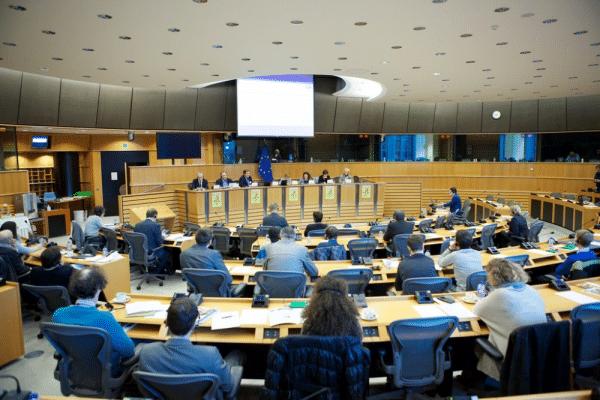 Nouvelle directive OGM : Renforcement du pouvoir des entreprises de biotechnologies au détriment de l'encadrement juridique, sanitaire et environnemental.